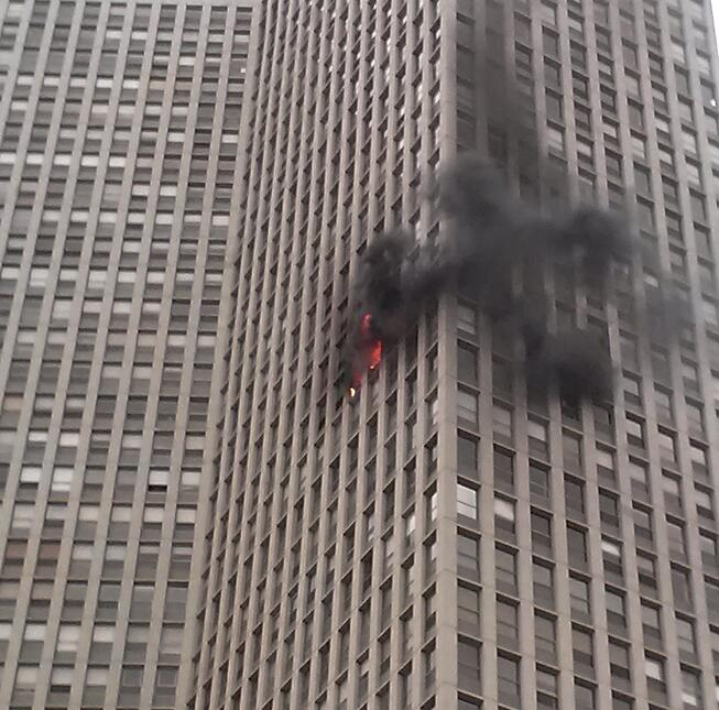 Chicago_Lincoln_Park_High-Rise_fire_2012.jpg