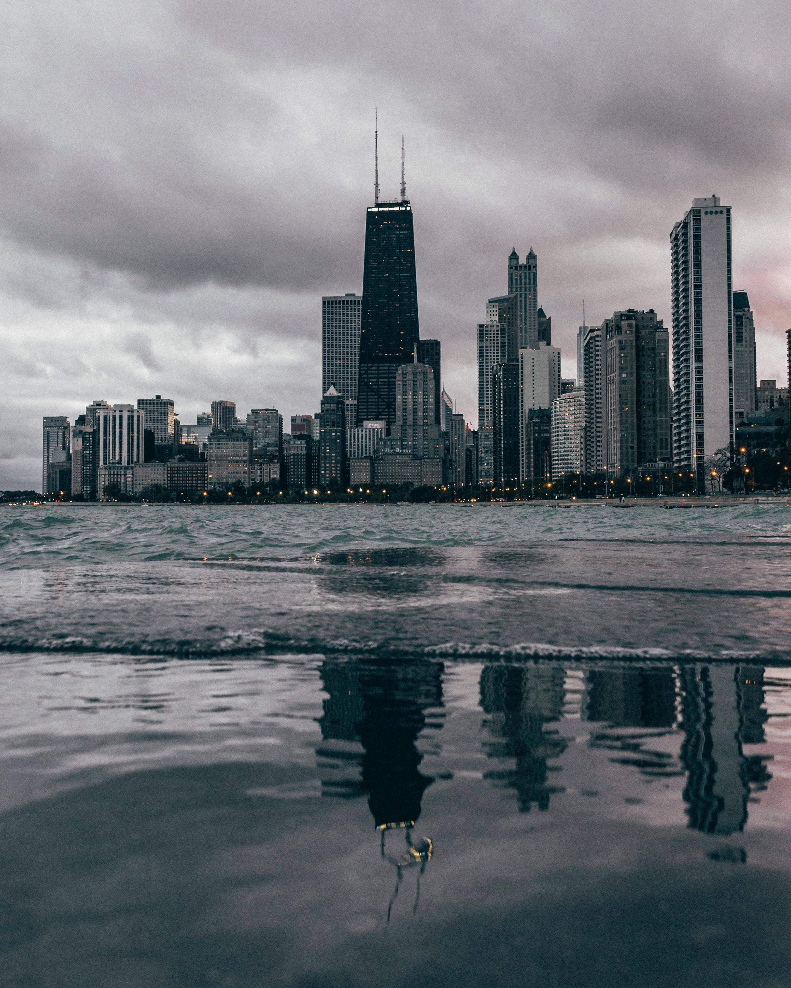 Chicago_from_lake_victor-lozano.jpg