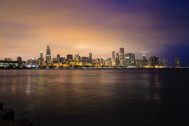 Chicago_skyline_on_Lake_Michigan_by_Jeff_Brown.jpg