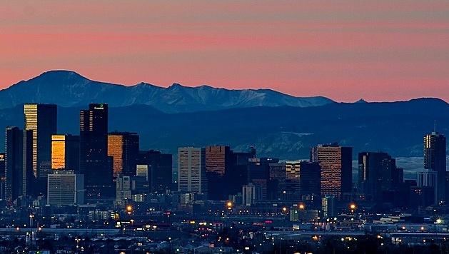 Denver_skyline_sunrise_and_mountains.jpg