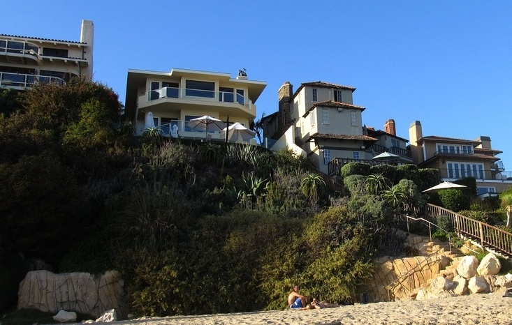 Laguna-Beach-oceanfront_mansions_by_Ken-Lund-2.jpg