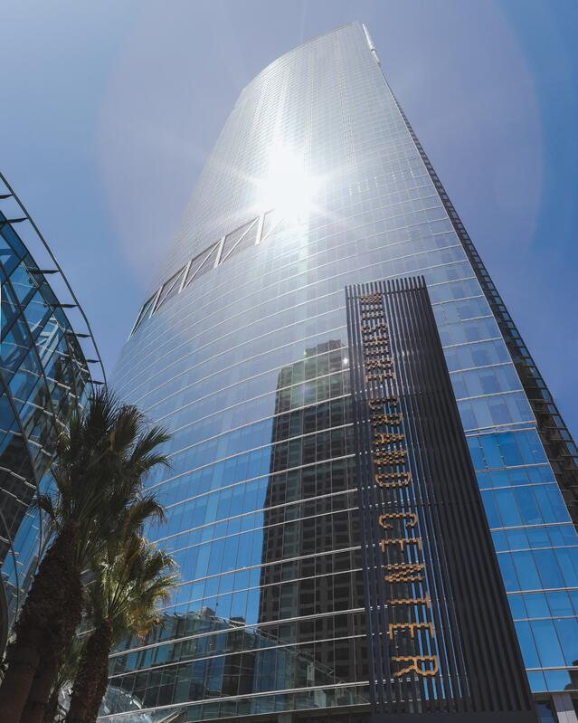 Wilshire-Grand-Tower-with-Sun-Reflection.jpg