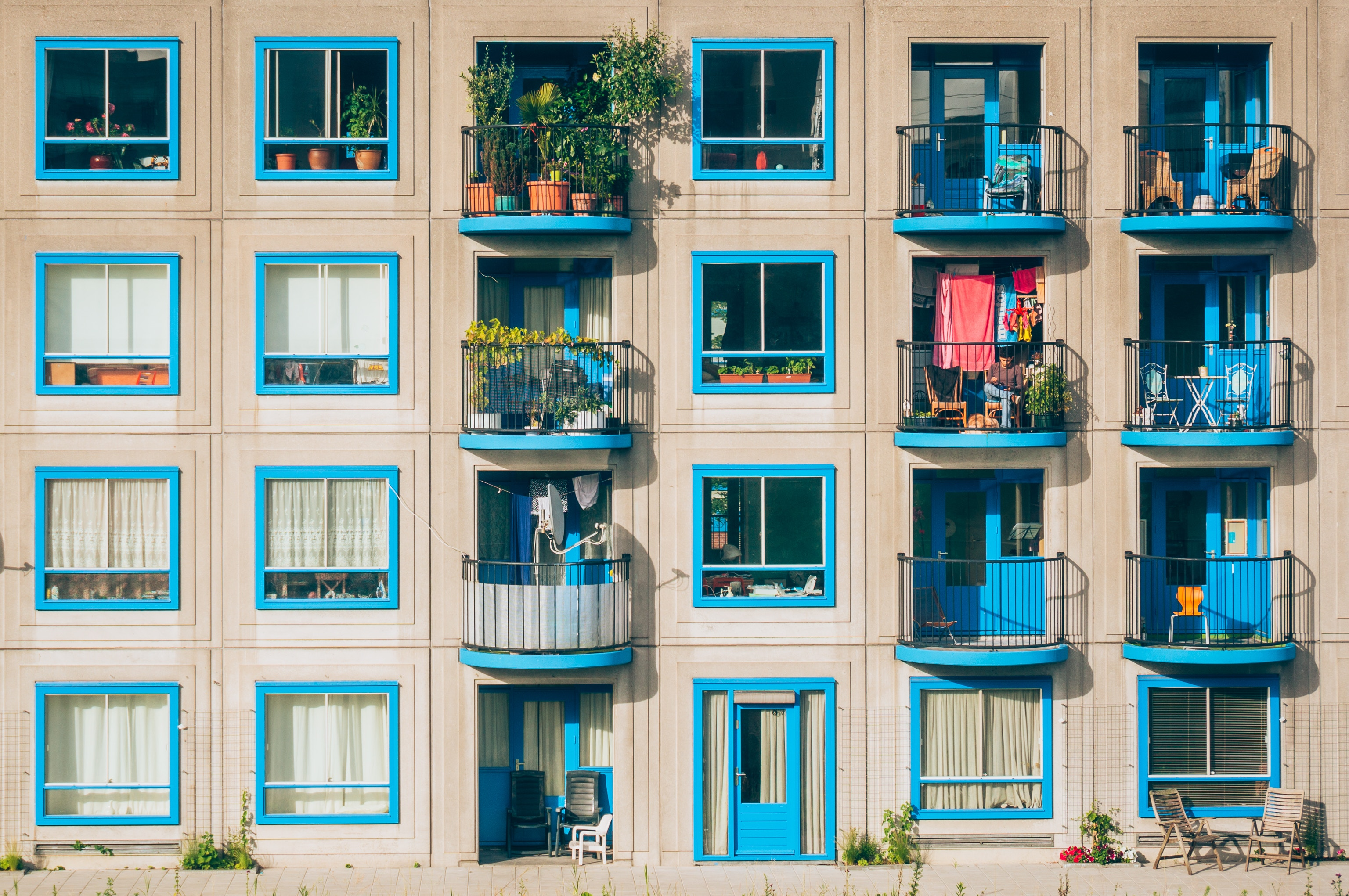 apartments_blue-windows_by-jan-jakub-nanista.jpg