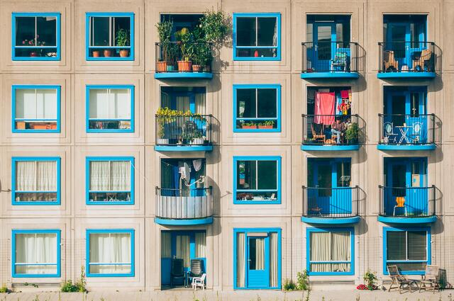 apartments_blue-windows_by-jan-jakub-nanista.jpg
