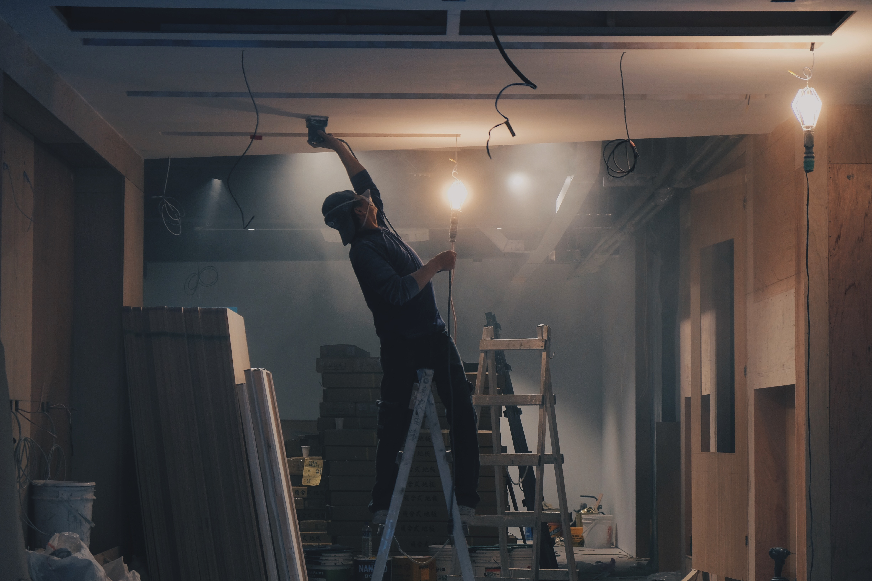 worker_renovating_room_by _hengstream.jpg