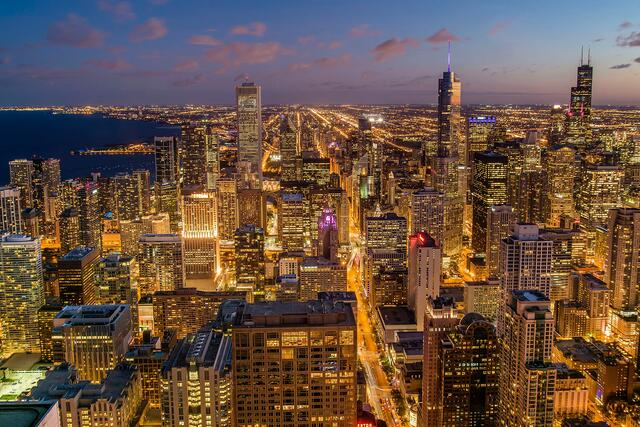 Chicago_night_skyline_by_Pedro_Lastra.jpg