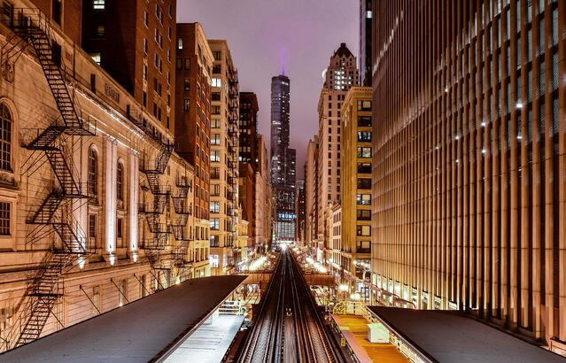 Chicago_streets_night_by_pedro-lastra.jpg