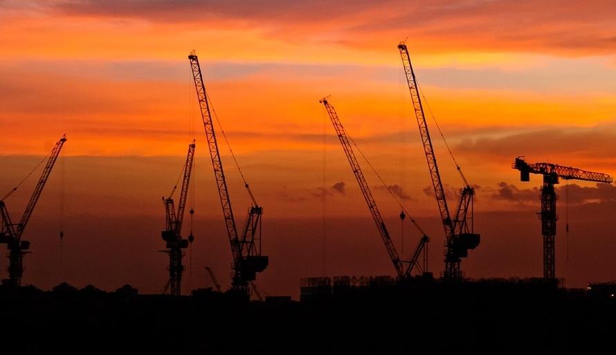Construction_tower_cranes_sunset.jpg