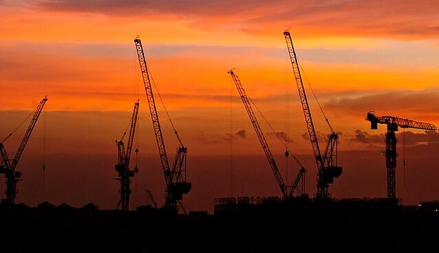 Construction_tower_cranes_sunset.jpg