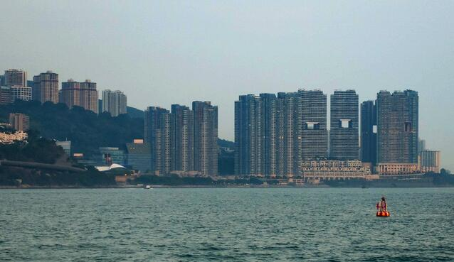 Feng-Shui-Buildings_Hong-Kong_Ben-Silverman