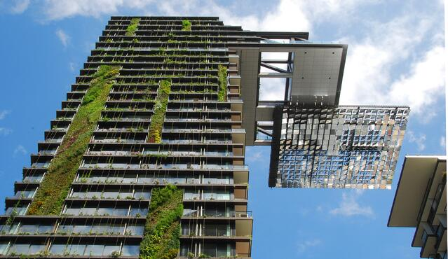 Hanging_gardens_of_One_Central_Park.jpg
