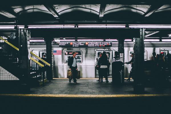 people_waiting_for_NYC_subway_with_stairs