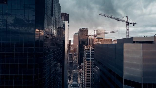 Denver-construction-crane-with-grey-buildings